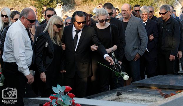 pogreb16+
