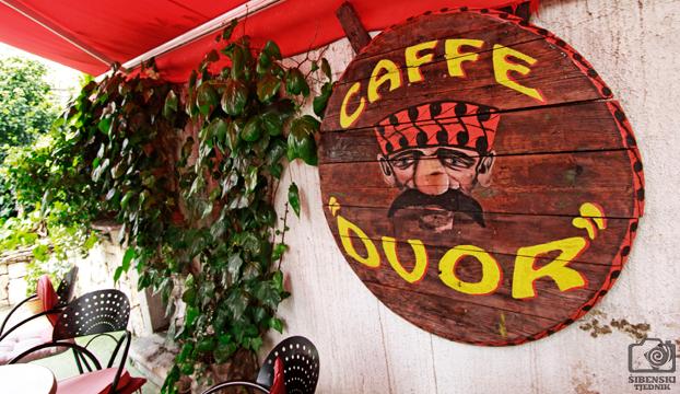 caffe dvor3