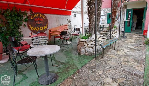caffe dvor7