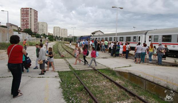 mdf djeca iz poplavljenih naselja gunje15