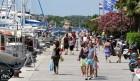 Bonton na obali: Kako natjerati turiste da se obuku?