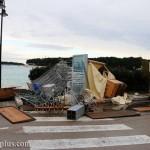 Vjetar rušio štandove u Primoštenu