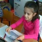 FOTO: Učenicima OŠ Juraj Šižgorić podijeljene edukativne knjižice o kulturi ponašanja u prometu