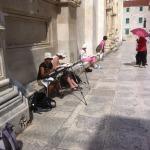 FOTO: Nedjelja u Šibeniku u znaku turista koji su fotoaparate zamijenili papirom i olovkom