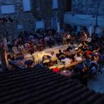 DRNIŠ IMA KAZALIŠNU PUBLIKU: Ljuljačka za dvoje u Woodstocku