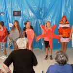 """Predstava skupine """"Žvelta"""" za korisnike Doma za starije u Tisnome"""