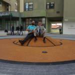 VIDEO: Saznajte kako se igraju interaktivne igre na narančastoj lopti na Draženovom trgu