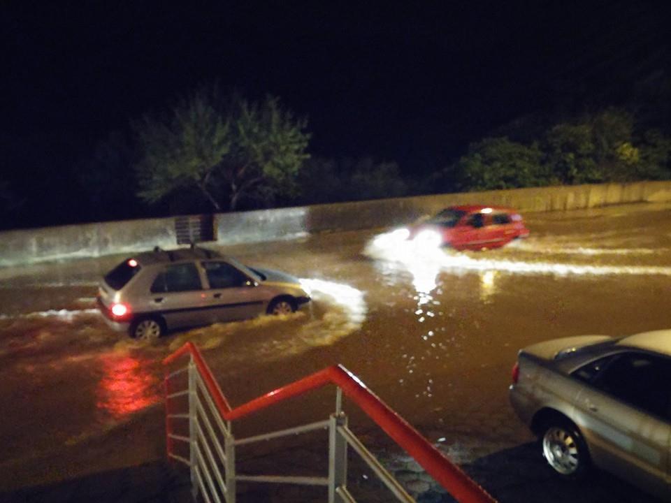 subicevac poplava- foto policija zaustavlja 2