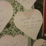 FOTO: Poruke Šibenčana za Valentinovo u izlogu trgovine: 'Kada ga naljutiš, a on ti oprosti sa smiješkom'