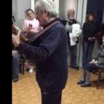 VIDEO: LIJEPA GESTA: Ibrica Jusić uoči sutrašnjeg koncerta u Šibeniku zasvirao u Cvjetnom domu