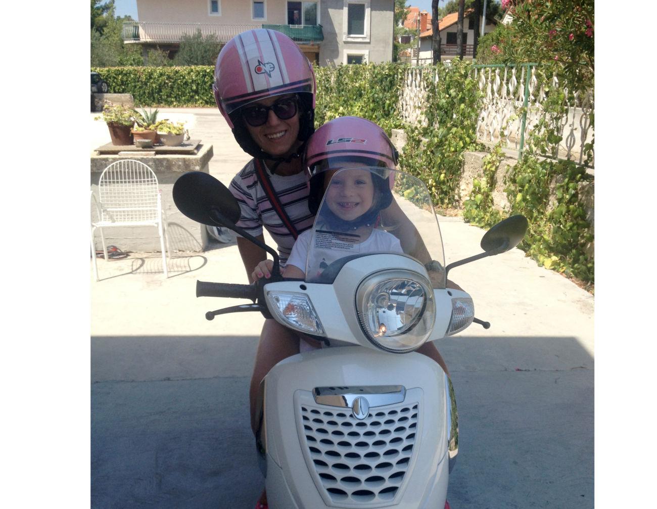 motor maja moric najmladji clan obitelji kaciga za rodendan i propisan ulazak u moto svijet 290816