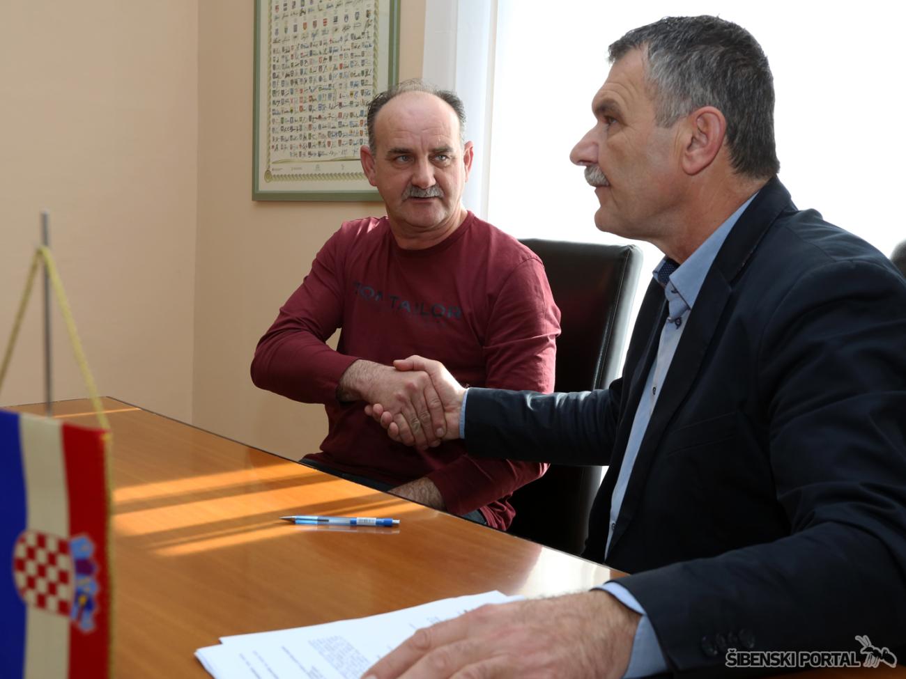 skradin nediljko duic potpisivanje ugovora s udrugama 090217 1