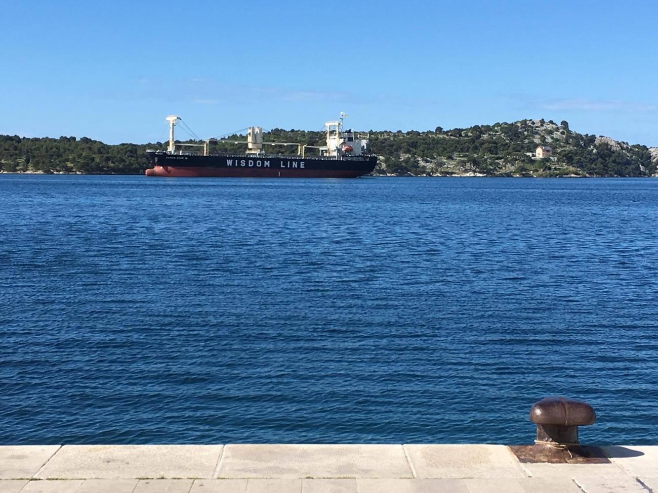 teretni brod1