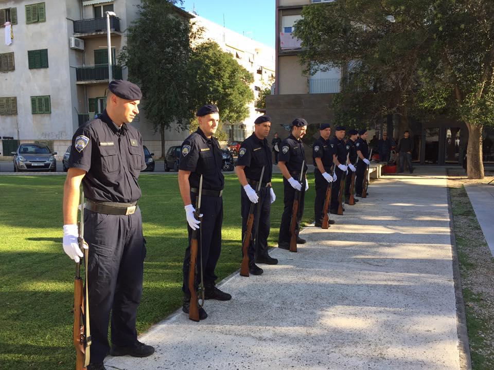 policija komemoracija