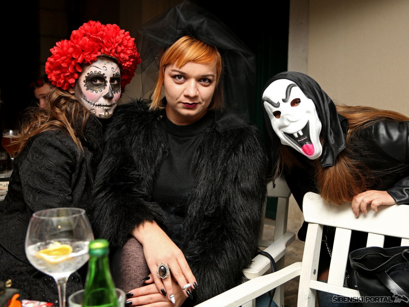 vintage bar halloween party 311017 17