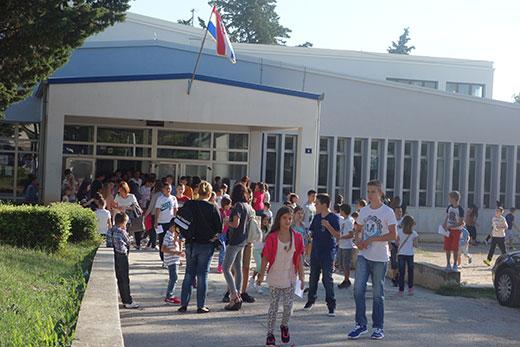 Od 74 Drniska Osmasa Samo 44 Zele Nastaviti Skolovanje U Drnisu