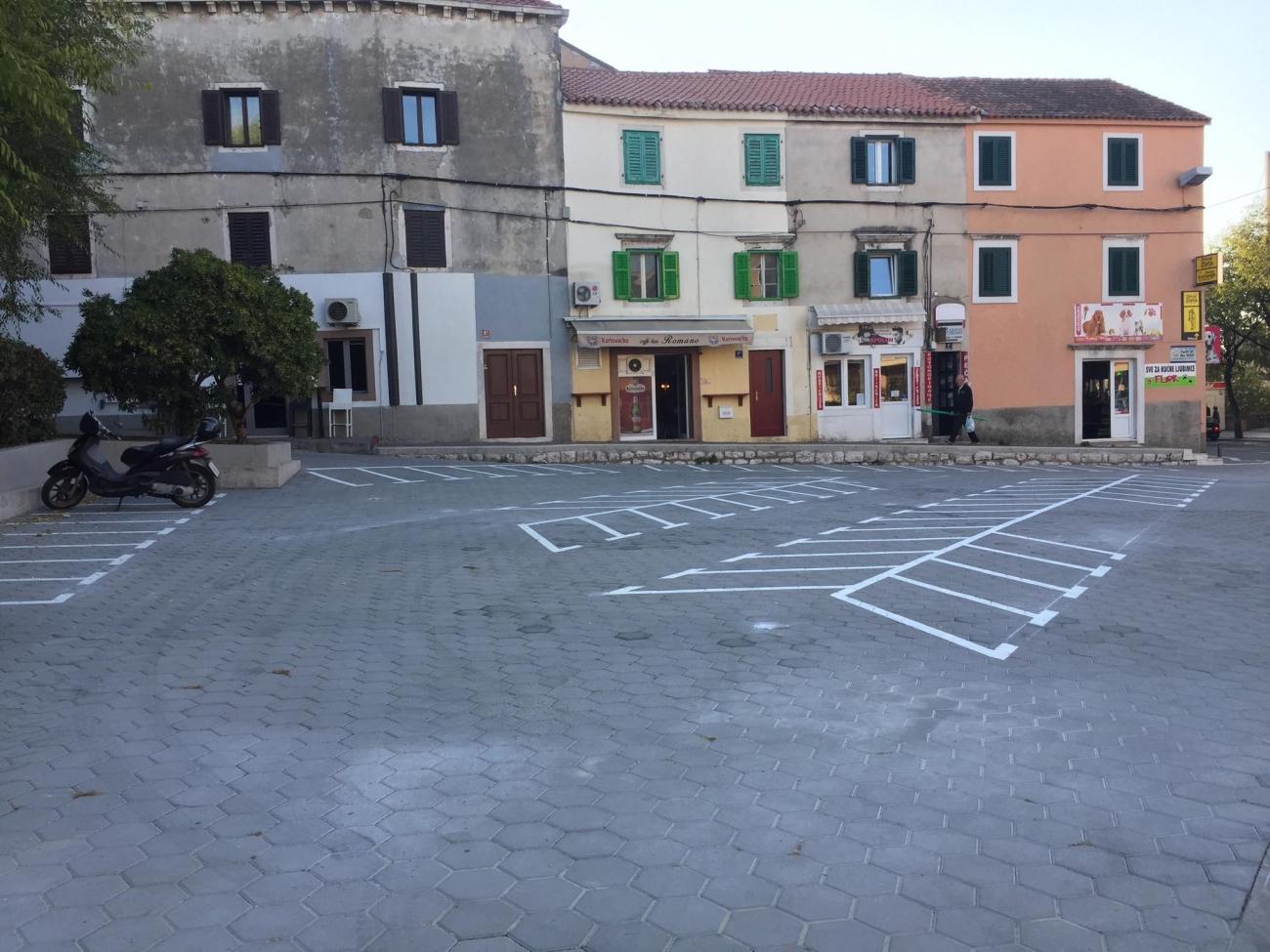 trg vanjski parking