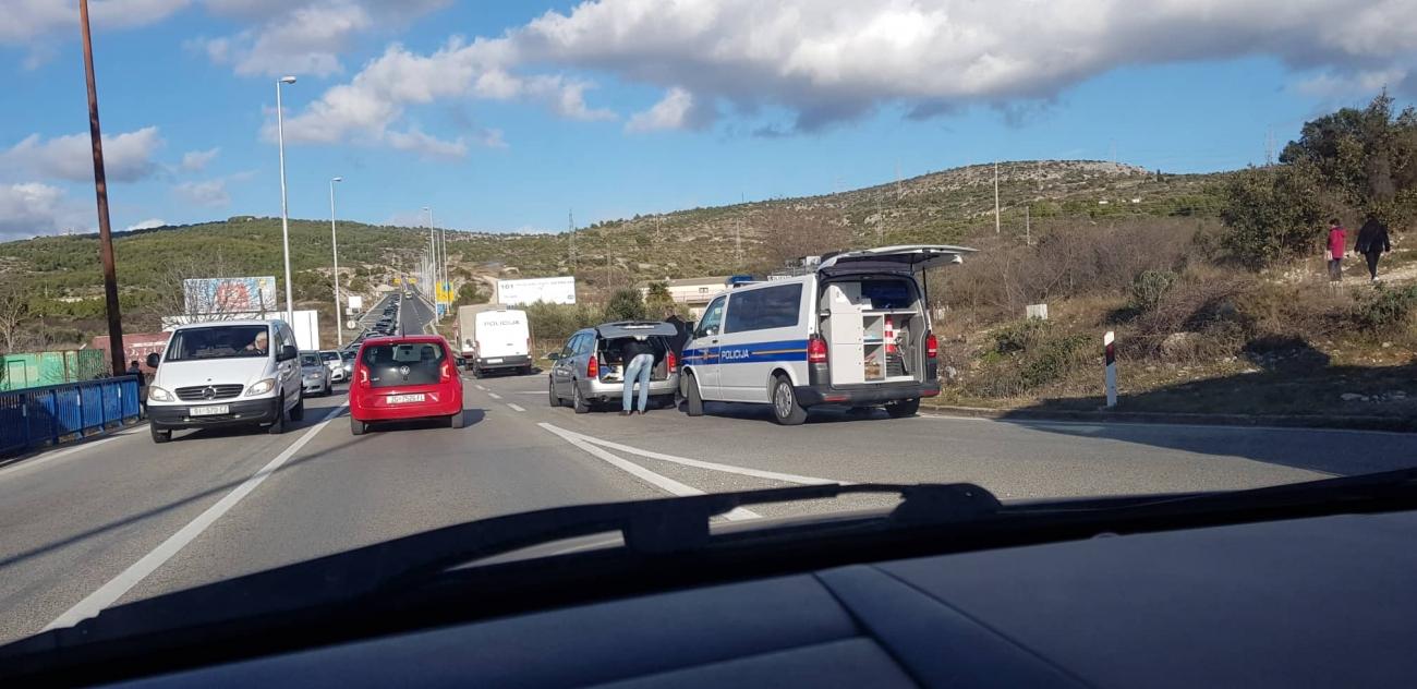 prometna sudar policija tri trake 2