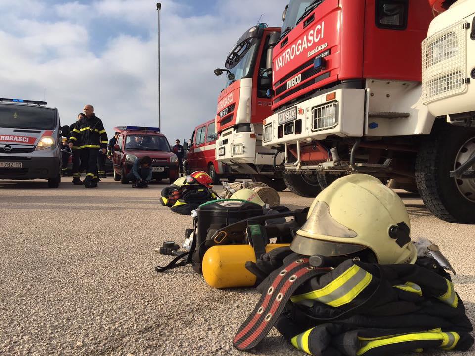 prosvjed vatrogasci frane lucic (5)