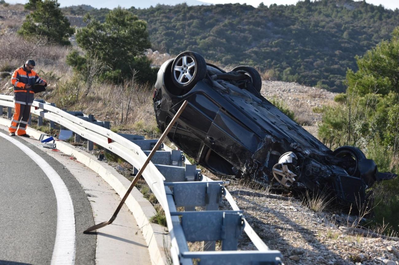 17.03.2019., Sibenik - U prometnoj nesreci koja se dogodila u okolici Sibenika jedna je osoba ozlijedjena u slijetanja vozila van kolnika. Photo: Hrvoje Jelavic/PIXSELL